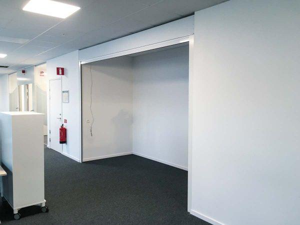 Väggjalusi H77 i kontor